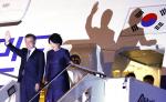 문재인 대통령 로마 도착… 프란치스코 교황, 김정은 北 초청에 응답할까