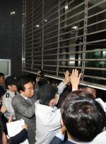 서울시 국감 파행…한국당 김성태 원내대표 등 서울시청 진입 시도하며 혼란 야기