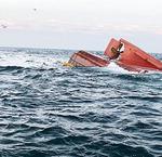 통영 해상 어선 전복…승선 10명 모두 구조