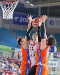 실책 퍼레이드…kt '7년 만의 5연승' 날렸다