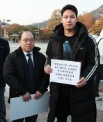 """""""경찰청 선수 계속 모집해달라""""…야구인들, 청와대 앞서 호소"""