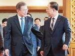문재인 대통령과 함께 걷는 홍남기 신임 경제부총리