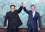 """김정은, 문대통령에 친서 """"내년도 자주 만나자"""""""