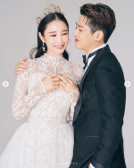 이사강x론 오는 27일 결혼… SNS에 웨딩사진 공개