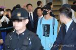 검정 마스크 인기…K팝 한류열풍 원인으로 일본 거리 검정 마스크 판매 급증