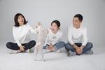 [펫 칼럼] 반려동물과 가족사진 찍으셨나요
