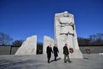 마틴 루서 킹 목사 기념비 '2분' 방문한 트럼프