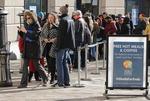 셧다운 32일째…공무원들 무료급식소에 긴 줄