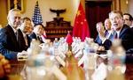 미국·중국 마주보고 웃고 있지만…