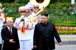 베트남 성대한 환영받은 김정은, '굳은 얼굴·지친 기색'