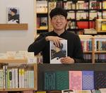 박현주의 그곳에서 만난 책 <54> 속초 동아서점 김영건 대표의 '나는 속초의 배 목수입니다'