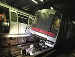 홍콩 지하철 시스템 오류로 충돌