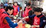 부산중식협회와 좋은데이, 용두산공원 내 정수사에서 어르신들에게 식사 대접