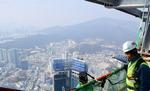 엘시티 '높이 411m' 위용…초속 98m 강풍도 견딜 골격 완성되다
