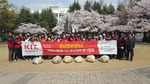 경남정보대학교 학생과 교직원으로 구성된 지역사랑봉사단원 60여 명, 환경정화 봉사활동