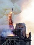 파리의 상징이 불탔다