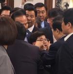 """자유한국당 """"문희상 의장, 임이자 의원 신체접촉…고발할 것"""""""