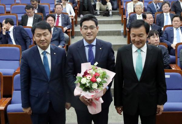 바른미래당 원내대표에 오신환 선출…바른정당계 승리