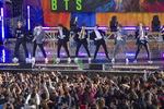 뉴욕 뒤흔든 BTS…공연장 앞 팬들 빗속에도 장사진