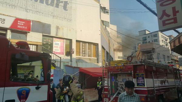 남구 대연동 상가에서 화재, 80명 대피 소동