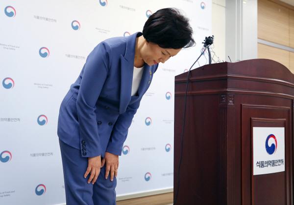 """식약처장 """"인보사 사태 국민께 죄송…코오롱과 보상 협의"""""""