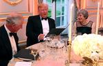 트럼프 맞은 영국 메이와 찰스