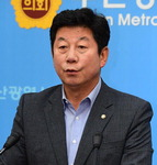 """""""우암클러스터 중단 안 돼…부지 부족땐 감만부두 폐쇄 앞당겨야"""""""