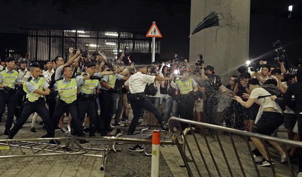 홍콩 민주주의 억압, 집값 폭등…反중국 100만 민심 폭발