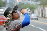 사람 잡는 일사병·광결막염…평상시엔 물을, 응급 상황땐 염분 섭취