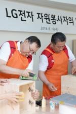 LG전자 조성진 부회장, 장애인재활원 가구제작 봉사