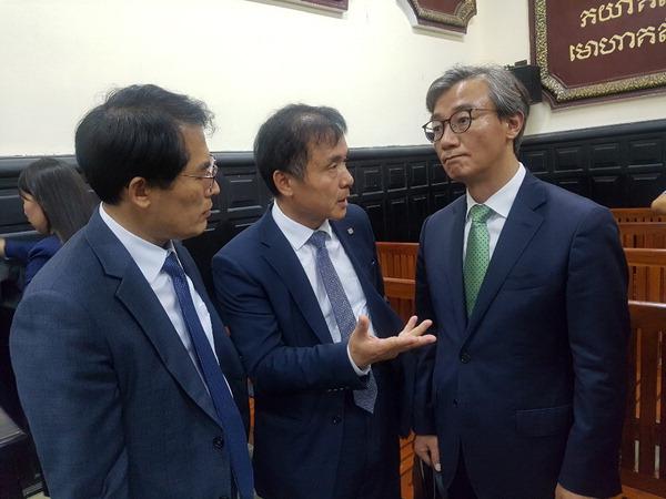 [뉴스 분석] 캄보디아 법원 '합의 권고'…공정재판 부담·시간끌기 가능성