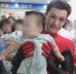 톰 홀랜드 어린이 병동 스파이더맨 슈트 입고 깜짝 방문 '훈훈'