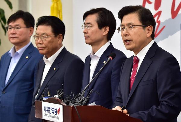 일본 보복 대응 긴박해진 정치권…문 대통령·5당 대표 18일 만난다
