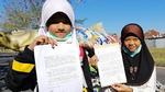 """""""쓰레기 수출 그만"""" 인도네시아 소녀들, 트럼프에 손편지"""
