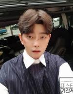 미스터 기간제, 윤균상 인증샷 공개... 누리꾼 반응은?
