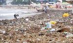 광안리 해수욕장 뒤덮은 '태풍 쓰레기'
