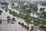 인도 홍수에 열차 고립…승객 700명 구조