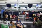 홍콩공항 여객대란, 이틀째 초유의 폐쇄