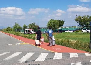 통행로까지 점령…항공여객 '얌체 주차'에 삼락공원 몸살
