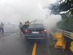 남해고속도로 동김해IC 인근서 BMW 차량 화재