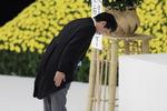 종전일 야스쿠니에 몰려간 일본 우익…아베는 7년째 공물 보내