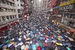 홍콩, 폭우 속 대규모 집회