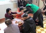 [사회복지관 지역맞춤 사업] 이웃 둘러앉아 웃음꽃 피네, 따뜻한 '토요밥상'