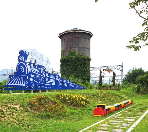 쇠락한 옛 철도교통 요충지 삼랑진, 관광 명소로 대변신