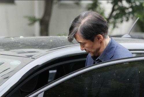 검찰 '조국 가족펀드' 운용사·투자사 대표 영장… 檢 첫 신병확보