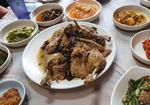 옻나무 껍질 삶은 물로 촌닭 끓여내니 '보약 밥상'
