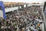 日 나리타공항, 태풍에 고립…여행객 1만3000명 누울 자리도 없어