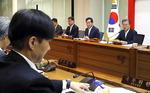 조국 장관, 국무회의 첫 참석