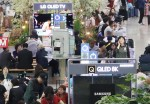 삼성TV 분해한 LG…'8K 전쟁' 점입가경