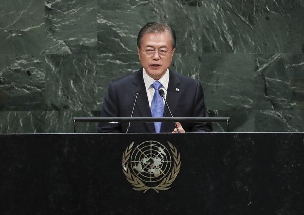 """문 대통령 """"2032년 올림픽 남북 공동 유치 추진"""""""